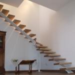 Scala in legno ed acciaio per interni 01