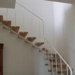 Scala in legno ed acciaio per interni 12