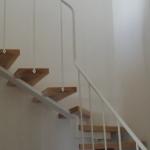 Scala in legno ed acciaio per interni 14