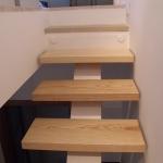 Scala in legno ed acciaio per interni 31